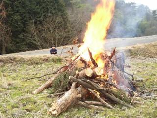 田んぼで焚き火をしました
